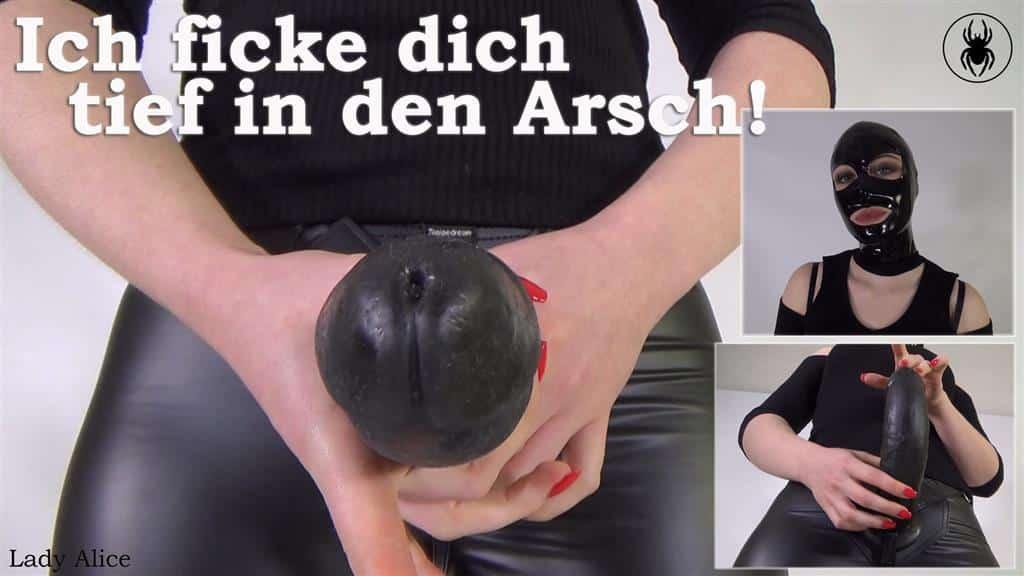 Heute geht's dir kleinen Analsau wieder an den Kragen. Ich werde dich mit meinem dicken Umschnalldildo kräftig in den Arsch ficken. Na, bist du nun nervös? Oder hast du Angst? Ich hoffe sehr, dass du deine Arschfotze brav trainiert hast und ich dich richtig geil anal ficken und benutzen kann. Clipsprache: Deutsch