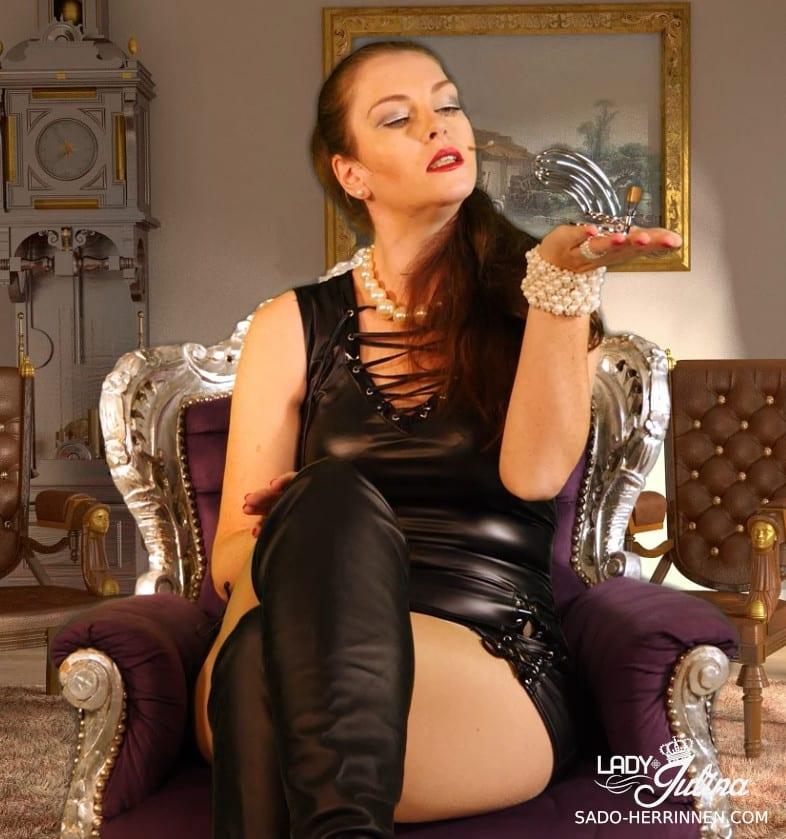 Schlüsselherrin Lady Julina