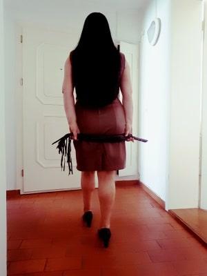 Domina Lady Carmen aus Zürich sucht Sklaven und Leibeigene